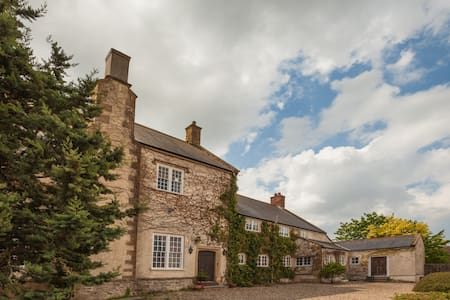 Grade II  listed 16th Century House - Casa