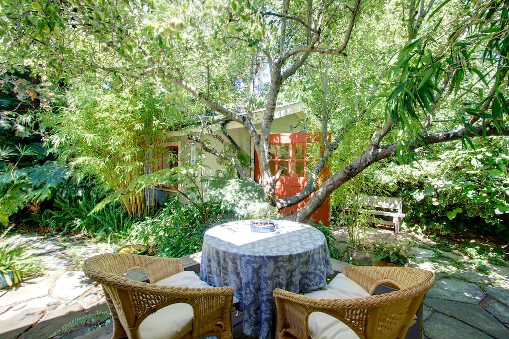 Peaceful Fairfax Garden Studio