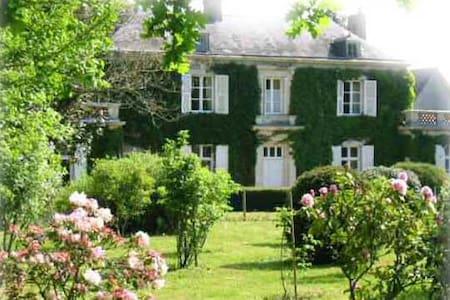 """Chambre d'hôtes """"Rose"""" en campagne proche Angers - Dům pro hosty"""
