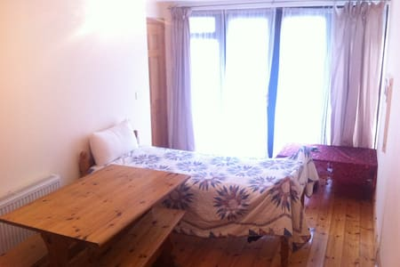 Comfortable private room 20 minutes from Cork city - Ballincollig