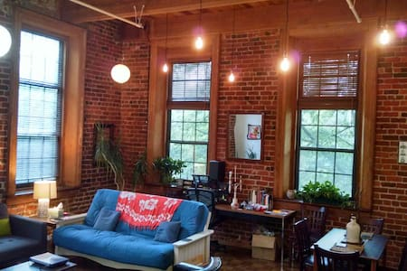 Beautiful Historic Apt. in the Heart of Downtown! - Apartment