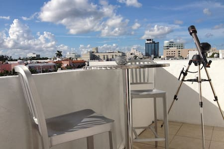 Heart of SOBE, Sleeps 3, Luxurious!