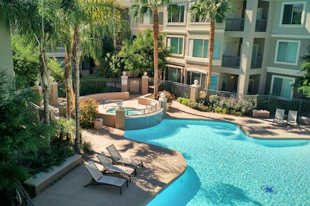 Downtown Tempe Condo, Great View, Pool - Apartment