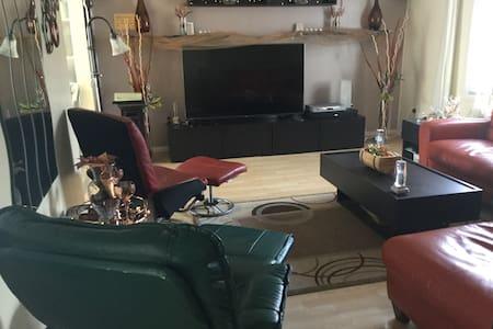 Single-family, 1/2 acre, quiet area - Casa