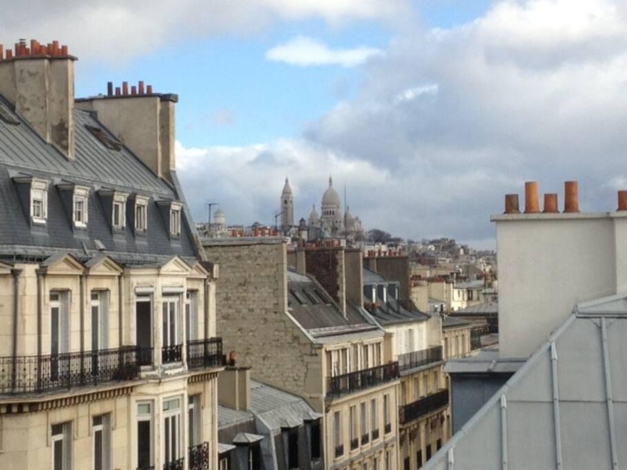 Chambre de bonne vue sur montmartre appartements louer for Chambre a louer sur paris