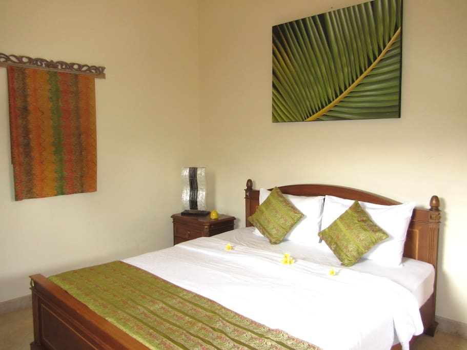 Bedroom1 with King bed,ensuite full bath,full AC,all beds have deluxe 5 star hotel sheets,pillows. etc.