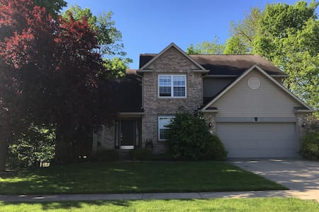 3500 sqr ft home for Indy 500 wknd! - Westfield - House