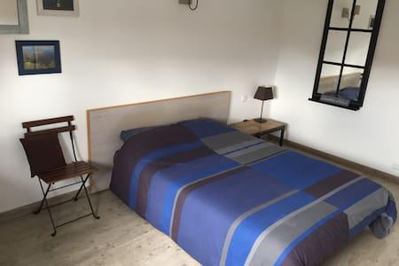 Chambre de 13 m2 dans notre maison. - Huis