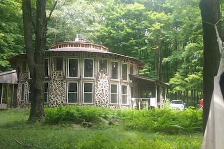 Rustic Round House in Catskill Mountains - Delhi - Huis