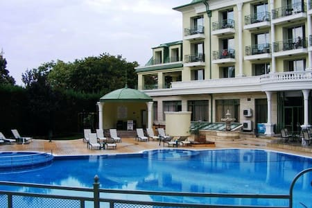 Luxury Apartment in a Gated Complex - Saints Constantine and Helena - Huoneisto