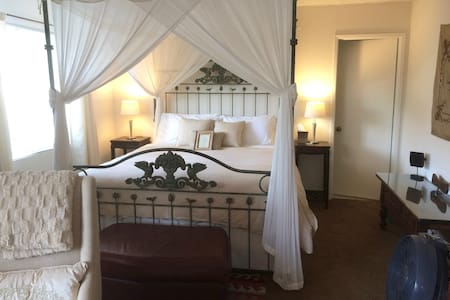 Large Master Suite - Canopy King - Santa Barbara - House