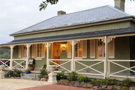 Adelaide Hills Oakfield Inn - Bed & Breakfast