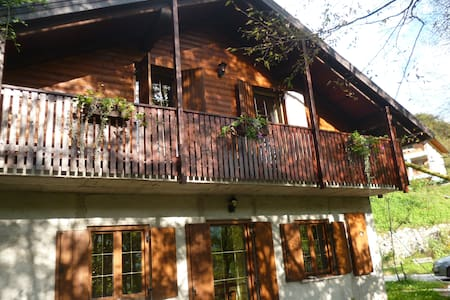 Гостиный дом в живописном месте с видом на горы - Kobarid