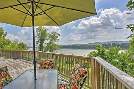 'River House' - 4BR Vevay House w/Water Views! - Casa
