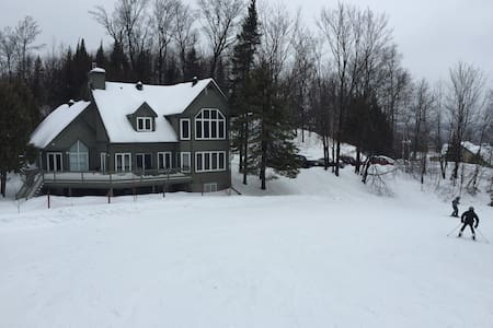 Beautiful Ski-in Ski-out on Mont St-Sauveur - Saint-Sauveur - Chalet
