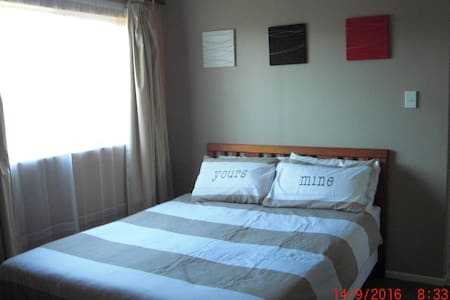 Private 1 Bedroom apartment in quite Albert Town - Albert Town