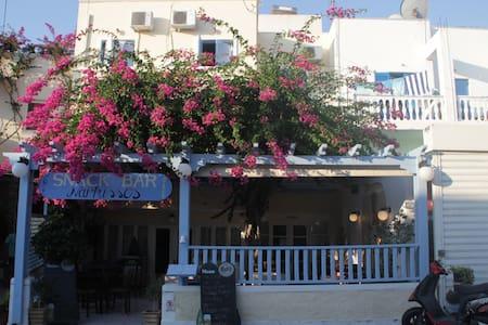 Nice hotel on Santorini. - Kamari - Wikt i opierunek