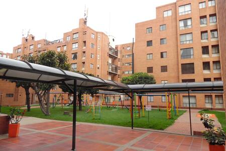 Nice room, close to airport n´ Bus - Bogotá - Apartment