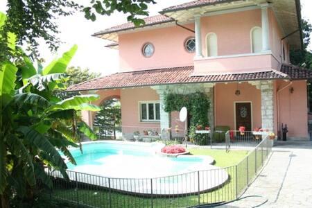 Suite in villa con piscina sul lago - Pallanza - Villa