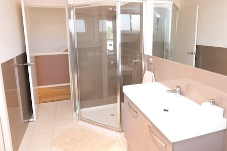 Townhouse on Links lady Bay golf course - Normanville