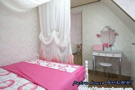 [오픈이벤트중!!] 클로브 [방1+거실+테라스+부엌+화장실] - 페트라하우스 - Suyeong-gu - Apartamento