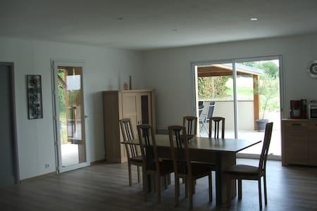 Villa au calme avec piscine chauffée privée - House