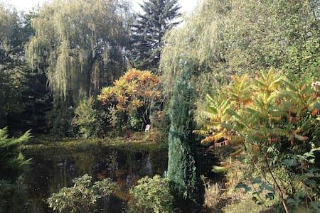 Herrlich friedvoll an einem Teich - Mettmann - House