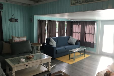 """Beach Life"" 2BR Beach Cottage Ti - Treasure Island - Σπίτι"