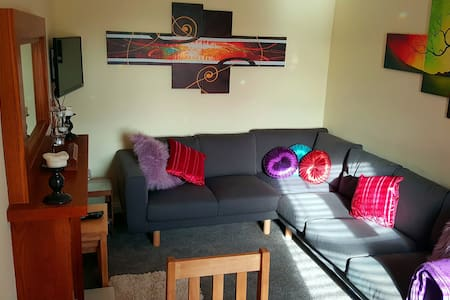 Lovely, Comfy Upper Cottage Flat - Dundee - Apartment