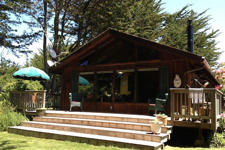 Room type: Entire home/apt Property type: Cabin Accommodates: 6 Bedrooms: 3 Bathrooms: 1.5
