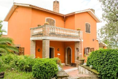 Villa in Sabina a 56 km da Roma - Villa