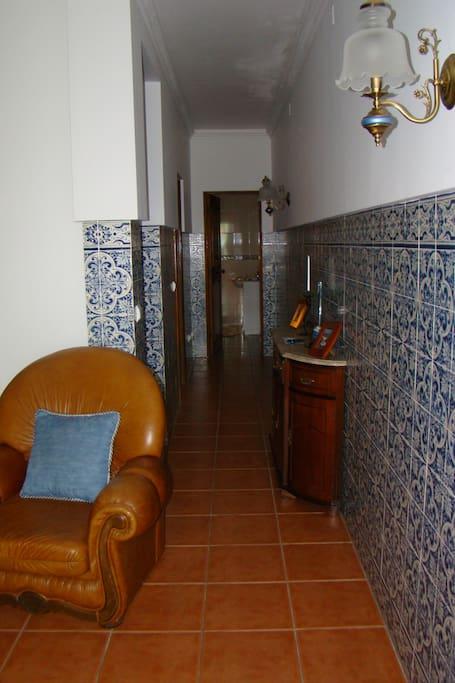 hall de ligação entre sala, cozinha e WC
