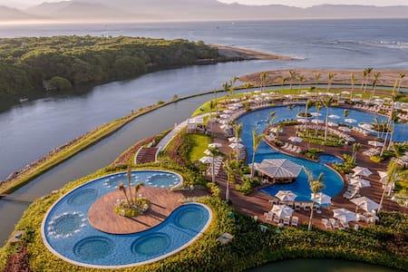 Breathtaking Grande Luxxe Resort