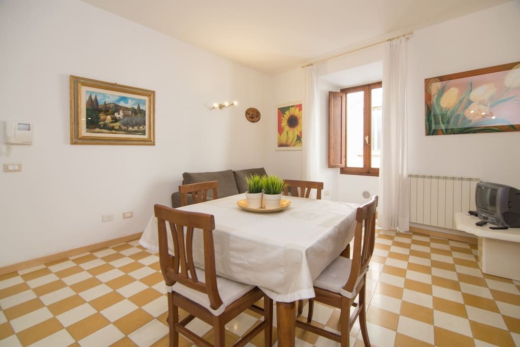 Sunflower apartment in Tuscany