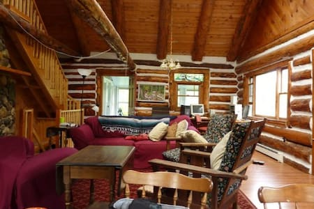 Wonderful Waterfront Log Home! - New Portland - Hus