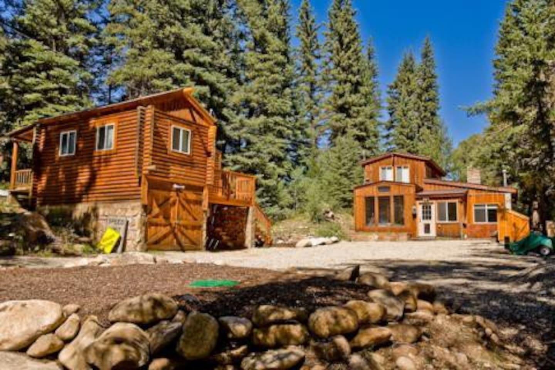 Spring Creek Getaway Main House and Bunk House