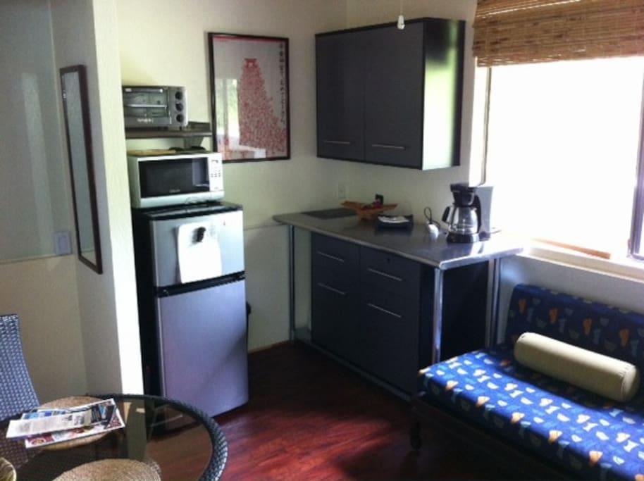 Living/dining/kitchenette