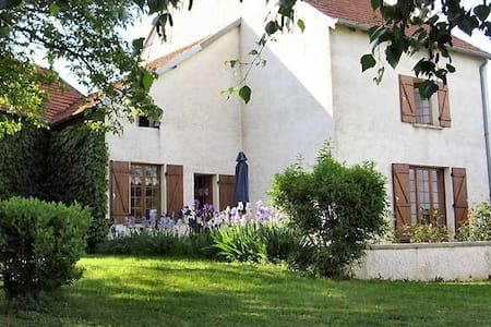 B&B in a charming Burgundy Village - Sacquenay - Bed & Breakfast