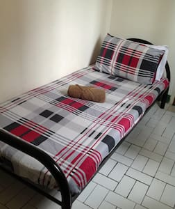 Single Bed In A Cozy Bedroom - Chiang Mai - Huis