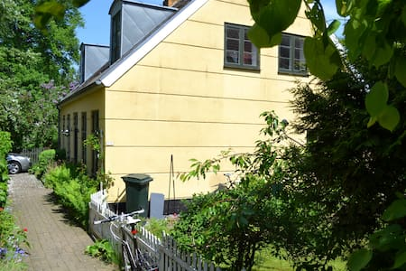 Nice room in charming location - Lyngby - House