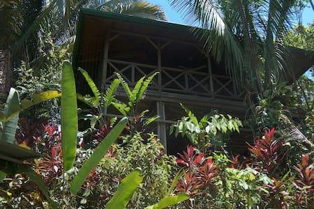Luxuriant- Garden Chalet East  - Faház
