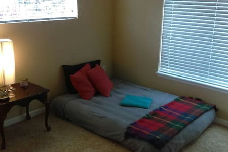 Very clean and private air bed room - Denver - Apartamento