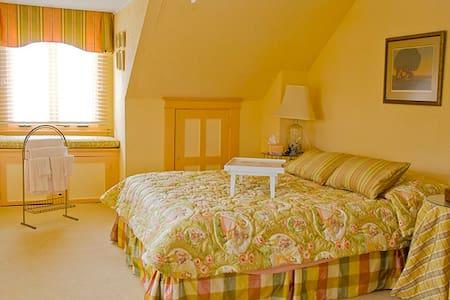 Cliftara Bed 'n Breakfast @ Cedar Pt Sunrise Room - Edgewater - Bed & Breakfast