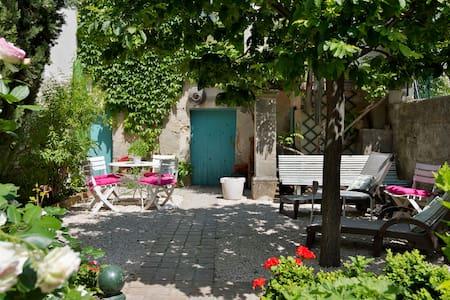 Charming house 5 min from Avignon