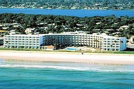"""""""Hawaiian Inn"""" vacation getaway"""