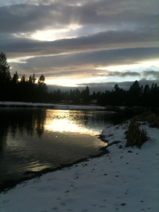 Winter on the Deschutes River just 100 steps away.