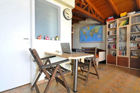 Athens Loft 10min walk to Sea/Tram! - Alimos