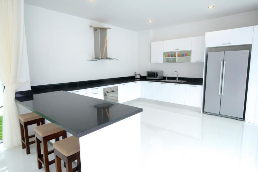 Spacious kitchen with breakfast bar. Comes equipped with hob, oven, microwave and kettle as well as large fridge/freezer