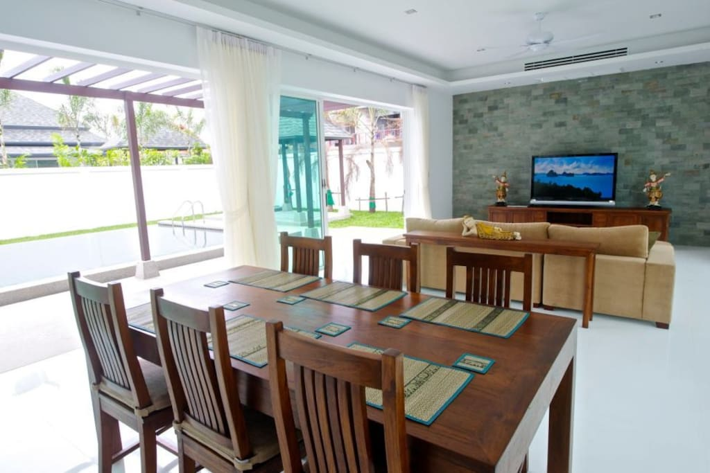 """Spacious and light living/dining room area with 55"""" HD tv"""