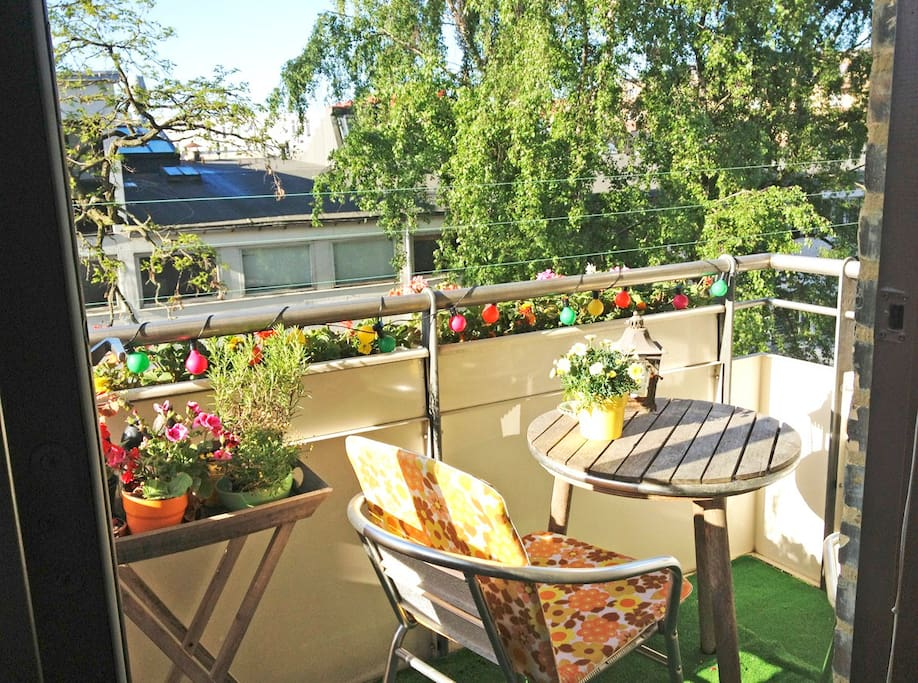 One of the wonderful sunny balconies with a green view.